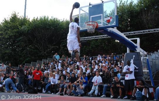 http://gobasket.free.fr/QUAI54/goldenchild.jpg